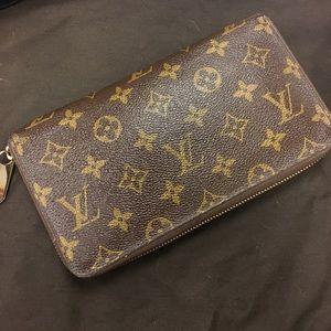 Louis Vuitton zippy organizer